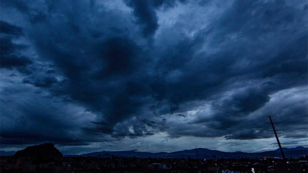 Pronostican lluvias nocturnas con descargas eléctricas y granizo en todo México