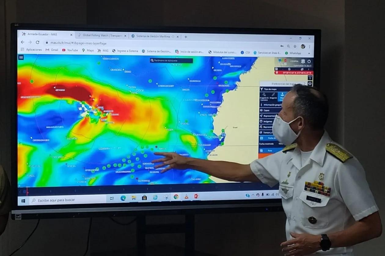 Ecuador envía una corbeta con misiles para vigilar una flota de 260 pesqueros extranjeros en las Galápagos