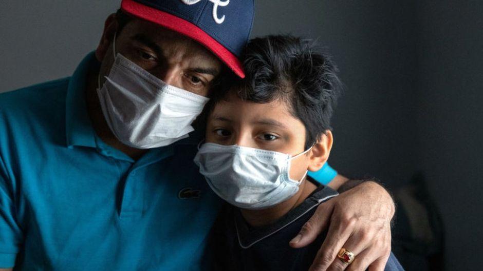 negros y latinos golpeados por coronavirus en EEUU