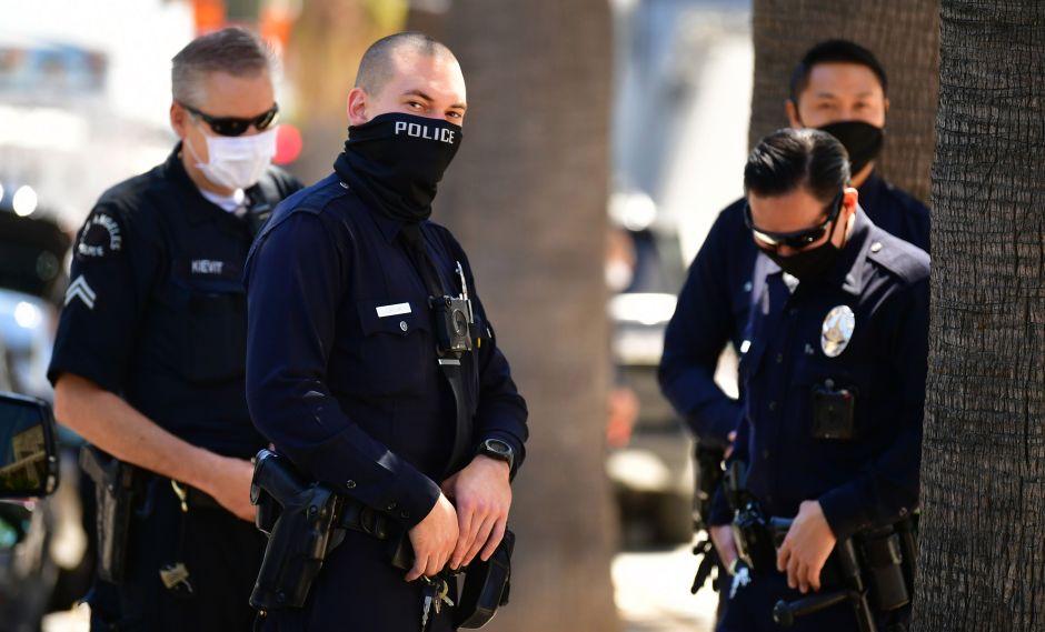 Acusan a 3 policías de Los Ángeles de catalogar a personas como pandilleros falsificando información