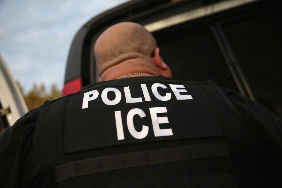 Harvard y MIT demandan a ICE por regla que deportaría a estudiantes