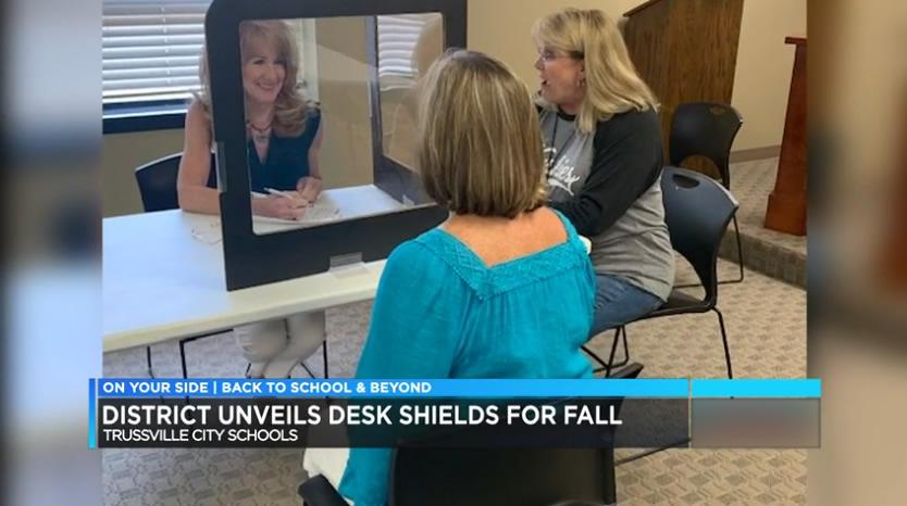 Escuelas de la ciudad de Trussville usan protectores de escritorio, para ayudar a proteger a los estudiantes y maestros