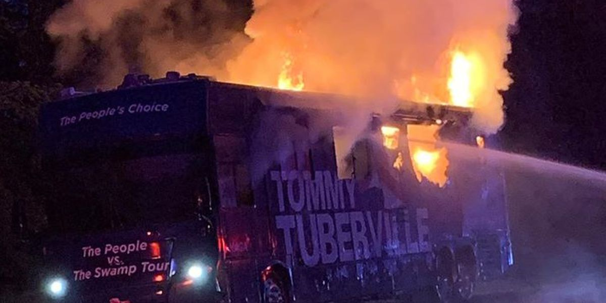 vehiculo Tuberville en llamas
