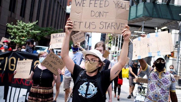 Manifestantes reclaman al Gobierno de EEUU
