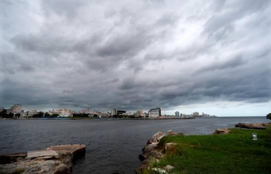 La tormenta Laura azota Cuba antes de su amenazante rumbo a EE.UU. como huracán