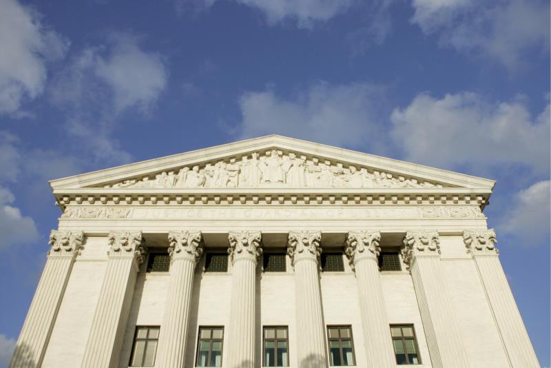 Supremo falla contra los republicanos y permite votar por correo sin testigos