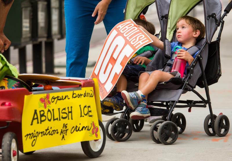 Activistas llevan dos meses acampados para protestar contra centro detención