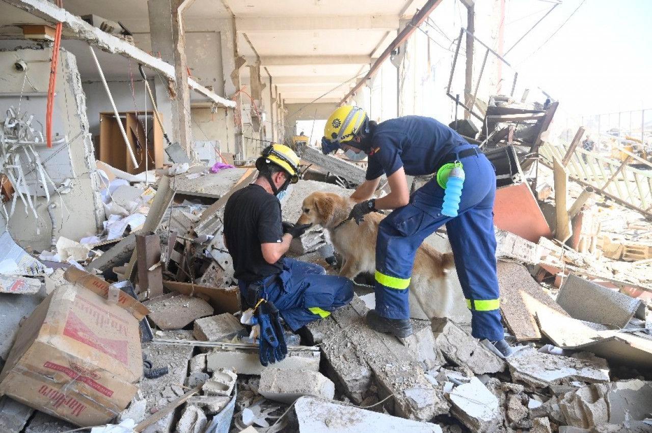 Trabajos de rescate en silencio y más de 150 muertos tras la explosión