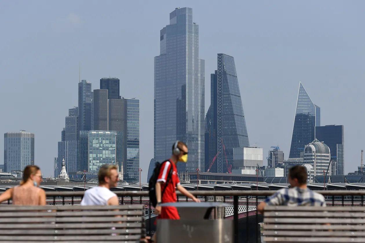 Reino Unido entra en recesión tras una histórica caída del PIB del 20,4%