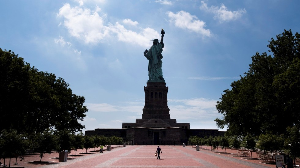Renuncia directora municipal de Salud de Nueva York durante pandemia por COVID-19
