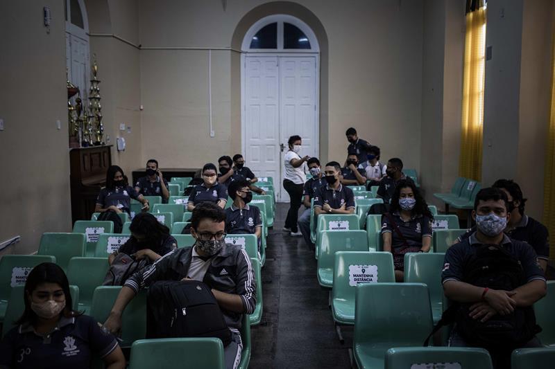 Latinoamérica abre sus escuelas pese al temor por la experiencia de EE.UU.