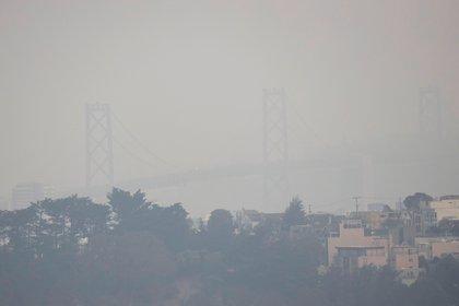 El temporal da un respiro en California y permite progresos contra el fuego