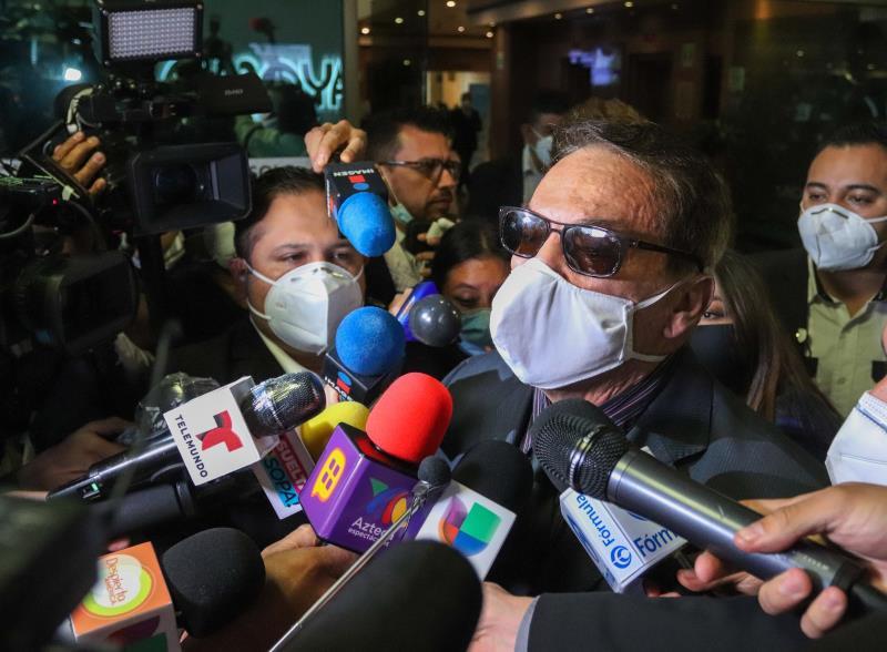 """Celebridades y amigos dan último adiós al mexicano Manuel """"El Loco"""" Valdés"""