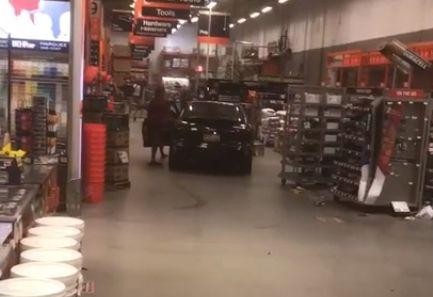 robo desde un carro en Home Depot