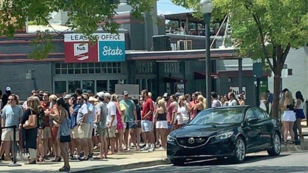 Los bares de Tuscaloosa pueden reabrir esta noche a la mitad de su capacidad