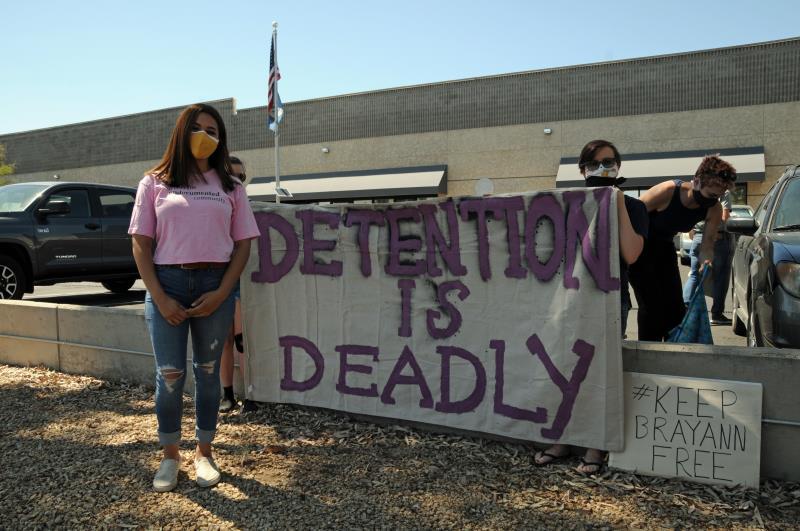 """Piden no expandir centro de detención por """"deshumanización"""" de inmigrantes"""