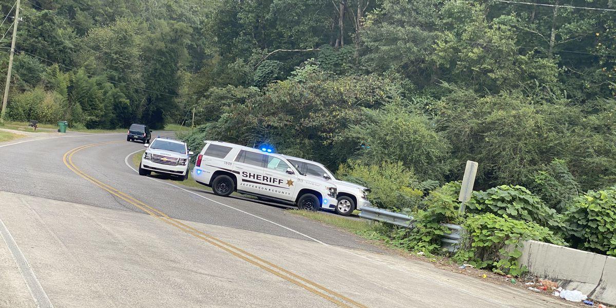 Autoridades trabajan para identificar el cuerpo de un hombre encontrado en el condado de Jefferson