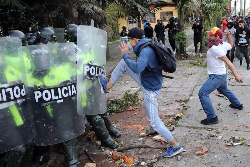 Disturbios en una protesta contra la violencia policial en Bogotá