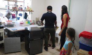 Migrantes abandonan campamento en Matamoros en busca de alternativas dignas