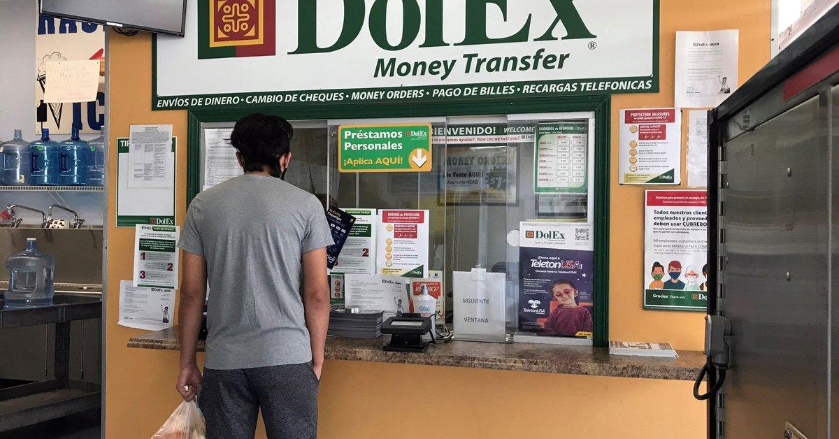 Inmigrantes en EE.UU. mandan cifras récord en remesas pese al golpe de la COVID-19