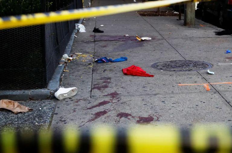 ropa manchada de sangre tras tiroteo en New York