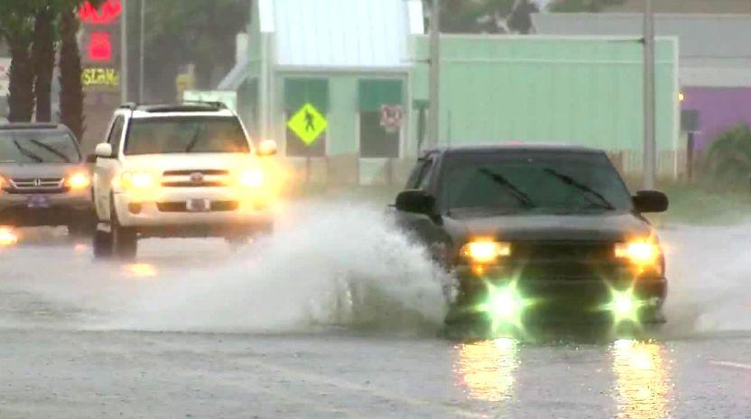 viento y lluvias golpean Gulf Shores