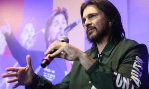 Juanes, Pitbull y Luis Fonsi actuarán en el homenaje a los latinos en la CBS