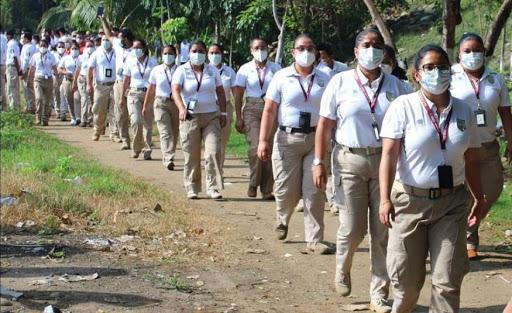 agentes caminado en frontera con Guatemala