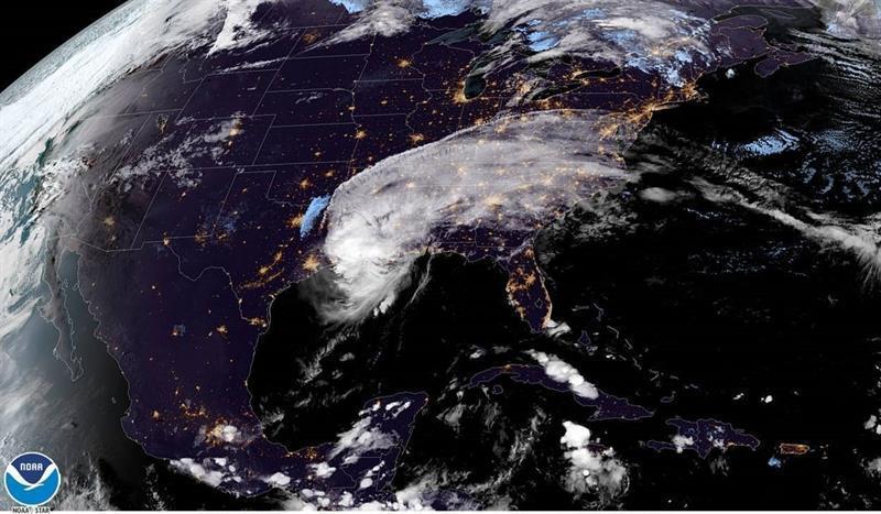 fotografia satelital centro nacional de huracanes