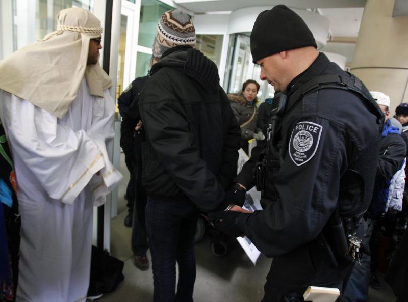 ICE captura 100 extranjeros con expediente delictivo en nueva ola de redadas