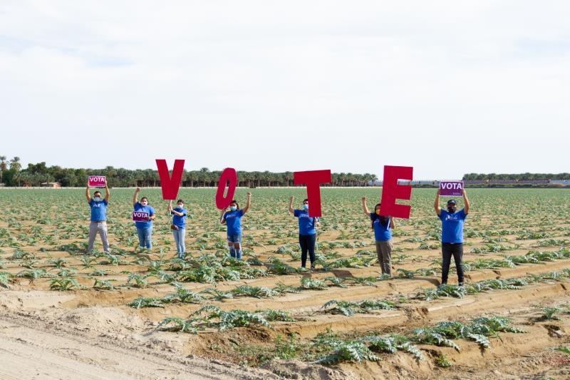jovenes invitan a votar