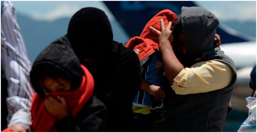 NYT: EEUU viola acuerdo y expulsa a México a niños migrantes de otros países