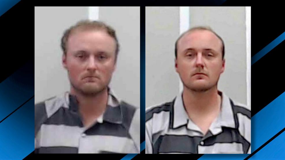 profesores gemelos acusados de actividad sexual con estudiantes