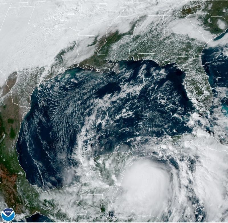 El huracán Zeta, muy cerca de la Península de Yucatán y a punto de tocar tierra