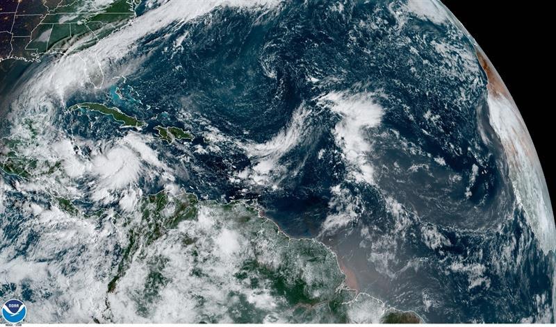 tormentas tropicales Gamma y Delta