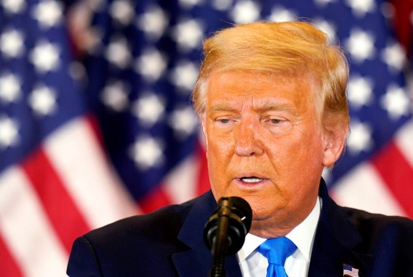 Donald Trump habla a los medios