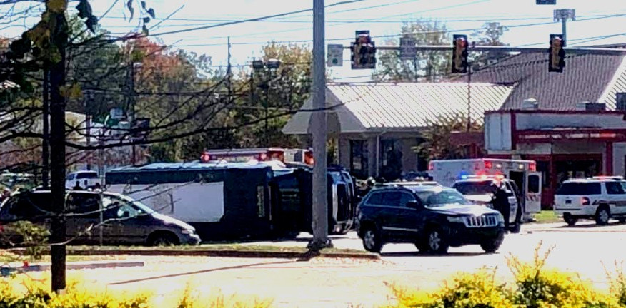 6 heridos, 1 de ellos transportado por avión, después de accidente en Gadsden