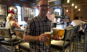 Restaurantes y bares de Los Ángeles solo podrán ofrecer servicios para llevar