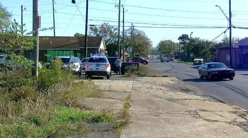 Delincuente buscado bajo custodia, después de llevar a oficiales a una persecución con 3 niños en el vehículo