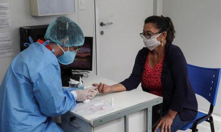 50000 casos de covid diarios en Brasil