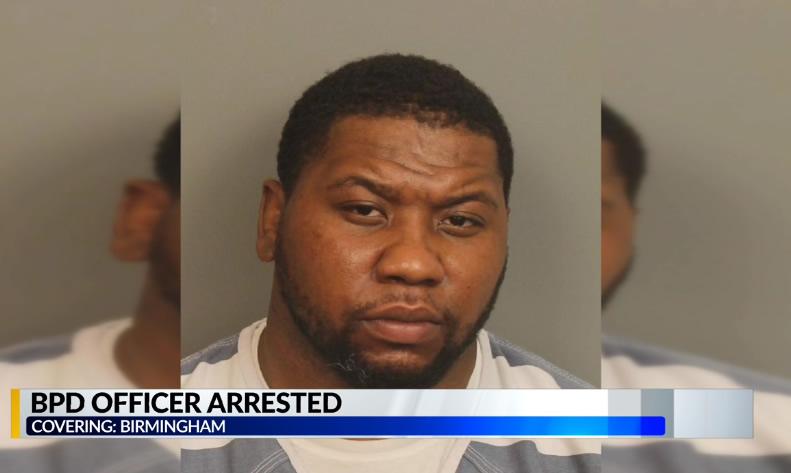 Oficial de policía de Birmingham, acusado de explotar a un familiar anciano