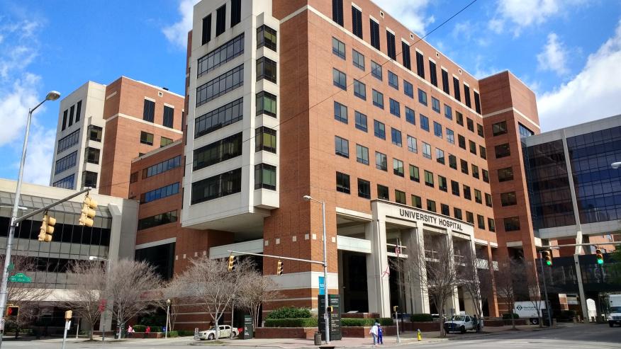 Hospital de la UAB reporta récord de pacientes con COVID-19