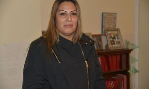 Mexicana deja santuario en que ha vivido desde 2017 en iglesia de Chicago