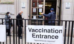 Miles de citas para la vacuna se cancelan ante la escasez de dosis en EE.UU.
