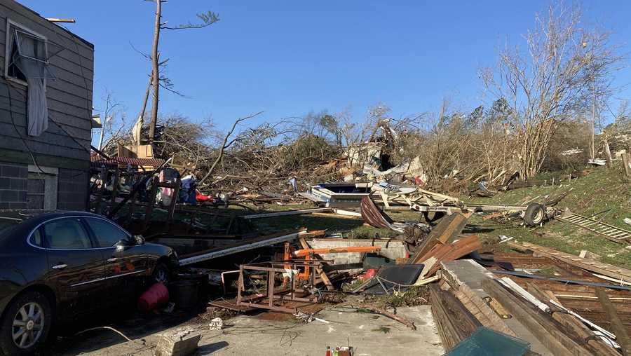 1 muerto y al menos 17 hospitalizados, después que un tornado arrasara Fultondale