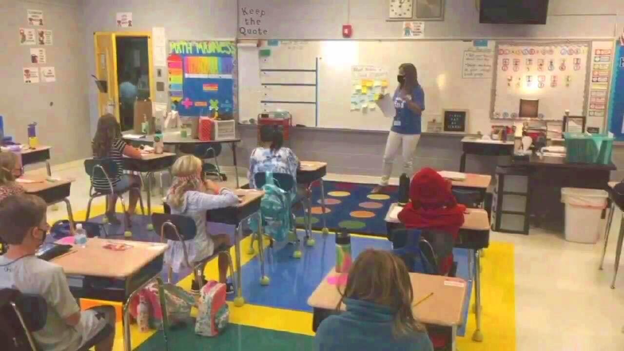 Miembros de la Junta de Educación de Alabama discuten el plan de vacunación contra COVID-19 para maestros