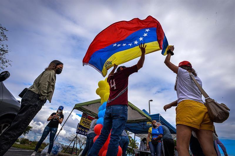 Organizaciones piden saber qué va a hacer Biden con venezolanos sin estatus