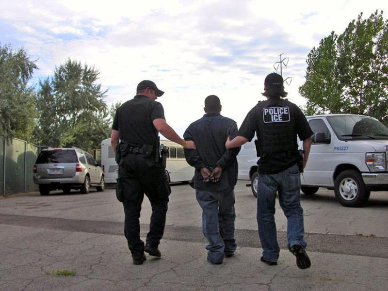 Ice e inmigrante