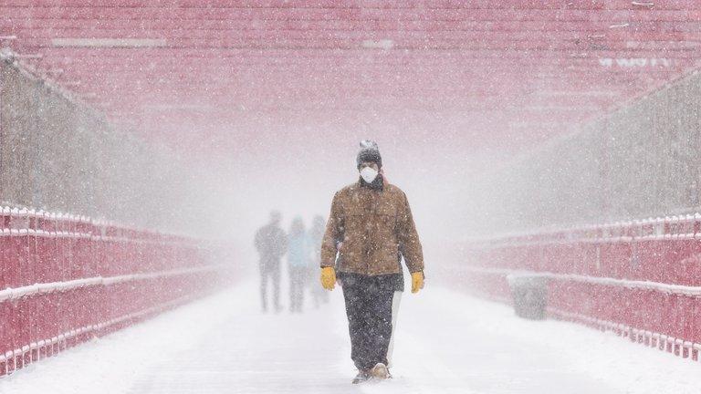 Casi un millón de personas sigue sin electricidad por el temporal en EE.UU