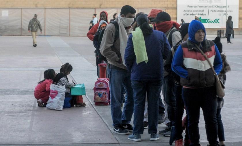 EE.UU. recibe a los primeros solicitantes de asilo que aguardaban en México